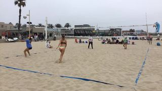 Blacker/Napoli emerges victorious in matchup against Bueno/Vogel, 21-11