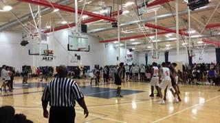 Bask. University Gold puts down Hou Defenders UAA with the 57-51 victory
