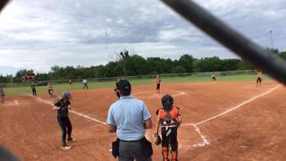 Sneakycleats Cash with a win over Firecrackers AR 12U, 10-8