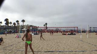 Jessie Dueck / Mia Komsky wins 0-0 over Layla Austin / Thais Treumann
